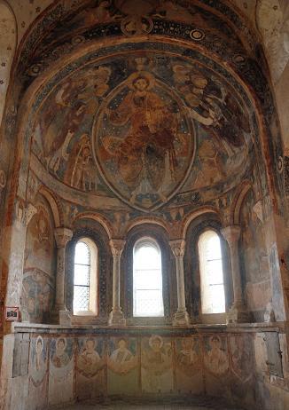 l'abside de la chapelle des moines à Berzé-la-Ville