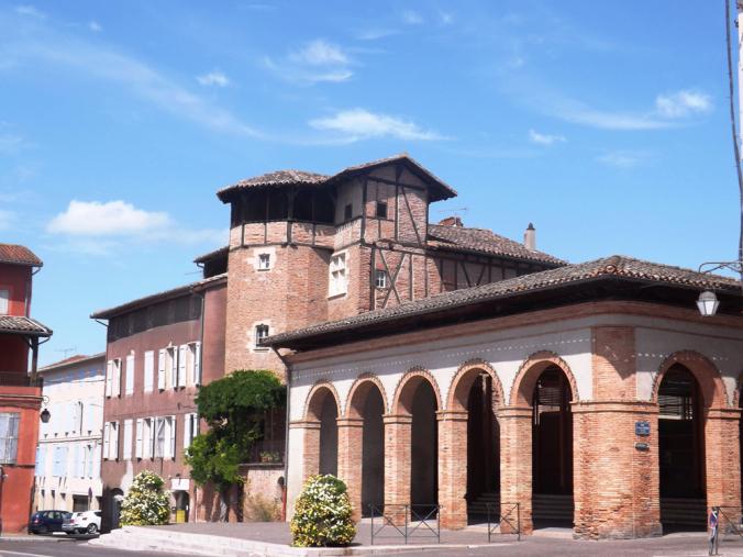 des maisons médiévales comme sur la place du Griffoul
