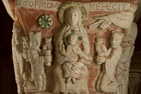 Le chapiteau signé du choeur de la collégiale Saint-Pierre